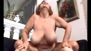 Amateur sex with mature woman big saggy boobs