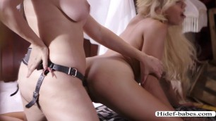 Damn slutty MILF Dana uses strap on to bang teen Zoes pussy