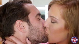 Porn babe Molly Manson gives an impressive blowjob