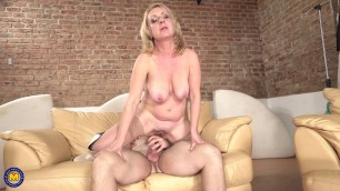 mature MILF housewife Lindsey and toyboy