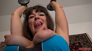 Ivana Slew Mature woman doing sports and pulling pussy