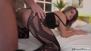 Lovely stunner Lara West rcieves a hard pussy pounding