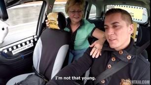 Czech guy fucking a mature blonde in a taxi cab E31