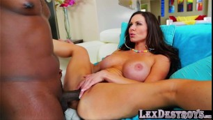 Kendra Lust gets her pussy penetrated