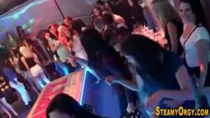 beautiful Teens suck cocks at orgy