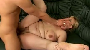 Old Pussy Angellina for a Fresh dick