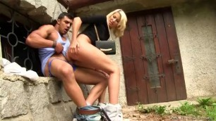 Blonde Loira Gets Sex Outside And Pissing