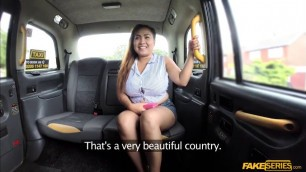 Stunningly hot Miss Pinay trades blowjob for a free ride
