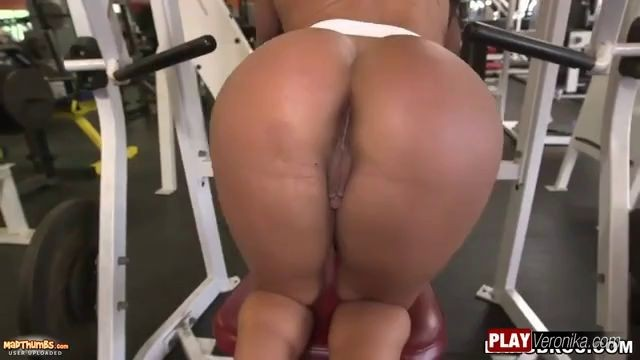 Stunning Brunette Woman Becca Diamond Blowjob in the gym