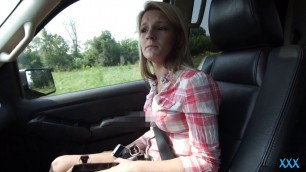 Appealing Blonde Hope Harper blushes a dick in the car