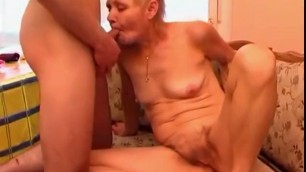 old woman invites a younger guy to pound her aching pussy