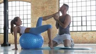 sophie lynx awesome girl fucks on yoga