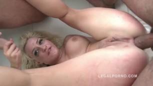 Seinna Day beautiful blonde indulges a few men