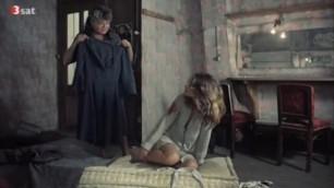 Seductive Charlotte Rampling nude - La Chair de l'orchidee (1975)