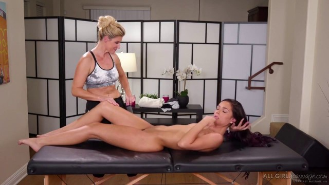 India Summer Jaye Summers Lesbians Massage The Sore Cyclist