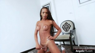 Latin tgirl Anny Kelly jerking her cock