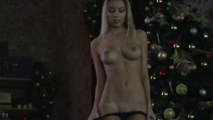 Beautiful Blonde killer_tits show hot body