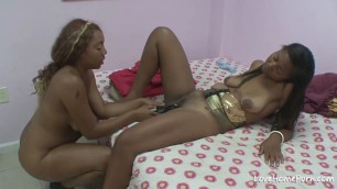 Awesome Black beauty is getting her pussy pleasured nicely sex fuck hard